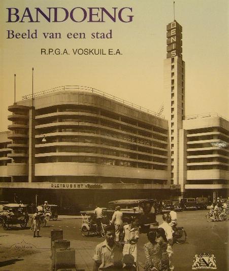 VOSKUIL, R.P.G.A. - Bandoeng. Beeld van een stad. Bijdragen van C.A. Heshusius, K.A. van der Hucht, V.F.L. Pollé, H.G. Spanjaard. 2nd edition.