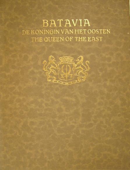 ZEE, DANIËL VAN DER. - Batavia de koningin van het Oosten. The queen of the East. Uitgave der gemeente Batavia.